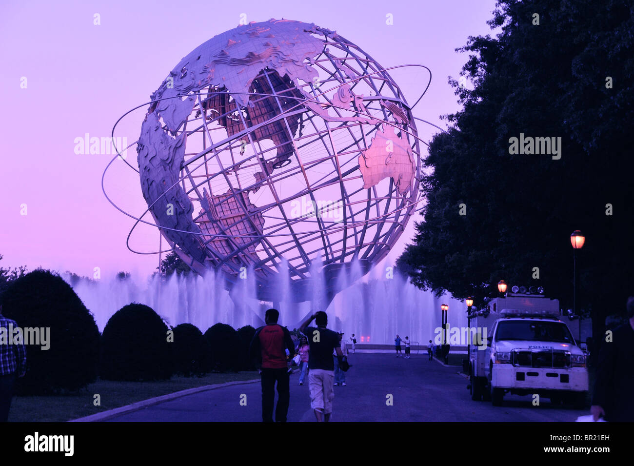 steel-globe-from-the-1964-worlds-fair-co