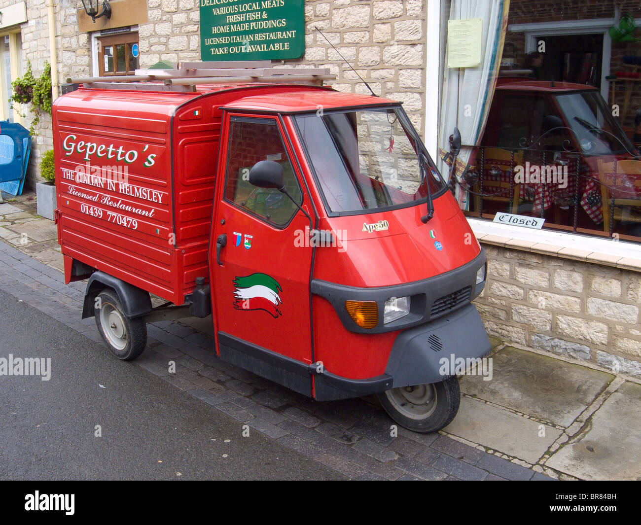 bright red piaggio ape 50 van used by an italian restaurant in stock photo 31526533 alamy. Black Bedroom Furniture Sets. Home Design Ideas