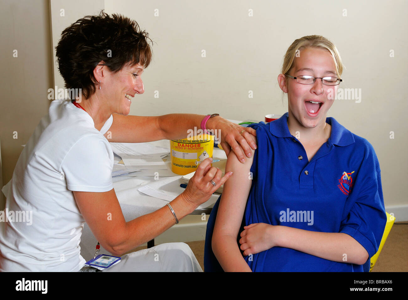 student giving intramuscular injections Younger nurses, like these students learning to give injections, are more likely to  follow the latest recommendations on im injections and use the ventrogluteal,.