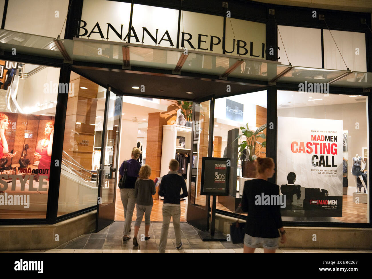 Banana Republic Offers Modern, Refined Clothing for Men and Women, Plus Shoes and Accessories. Skip to top navigation Skip to shopping bag Skip to main content Skip to footer links. Store Locator. Customer Service. Orders & Returns. Shipping & Delivery. Gift Cards. Buy eGift Cards. Buy Gift Cards. Perks. Your Rewards & Offers.
