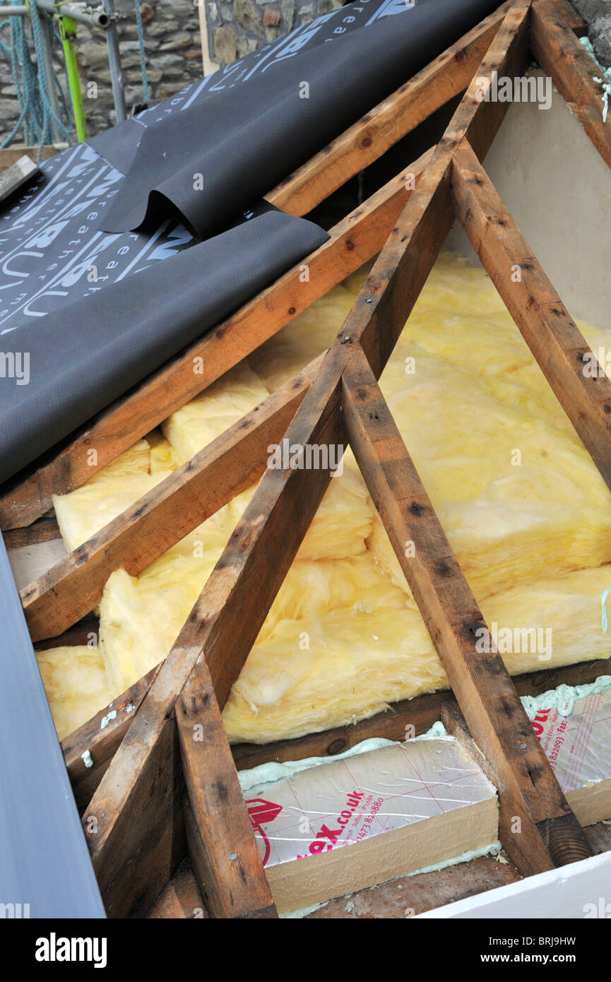 Bay window timber hip roof trusses and fibreglass for How to order roof trusses