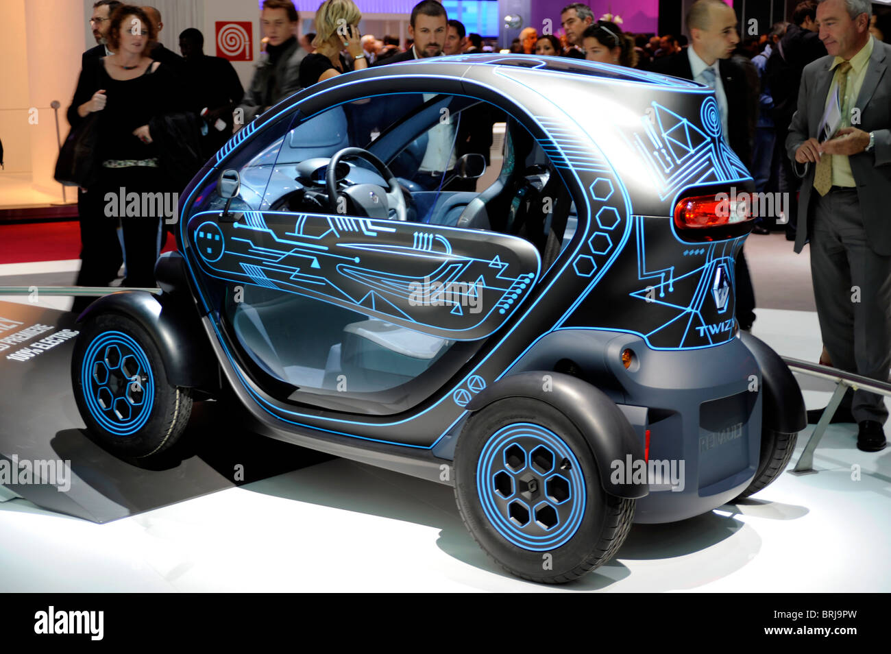 renault twizy electric car zero emission paris motor. Black Bedroom Furniture Sets. Home Design Ideas