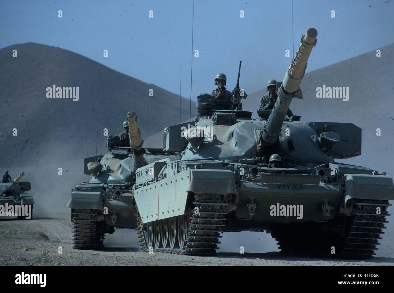 http://c7.alamy.com/comp/BTFD6K/iranian-army-tanks-on-manoeuvres-in-the-desert-in-early-1970s-during-BTFD6K.jpg