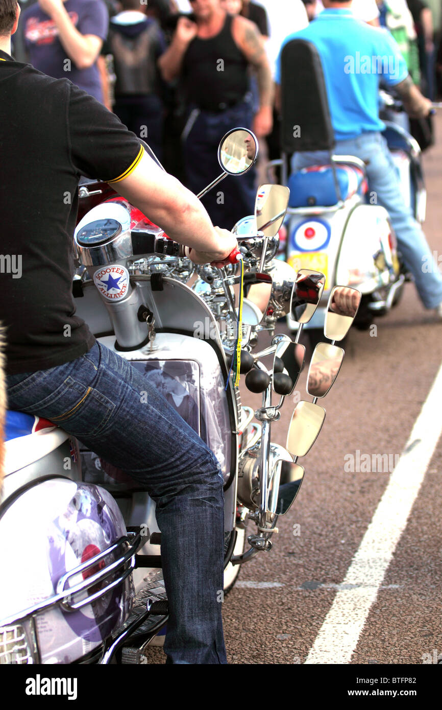 London To Brighton Cycle 2017 >> Ace Cafe London To Brighton Motorcycle Rally Stock Photo, Royalty Free Image: 32308866 - Alamy