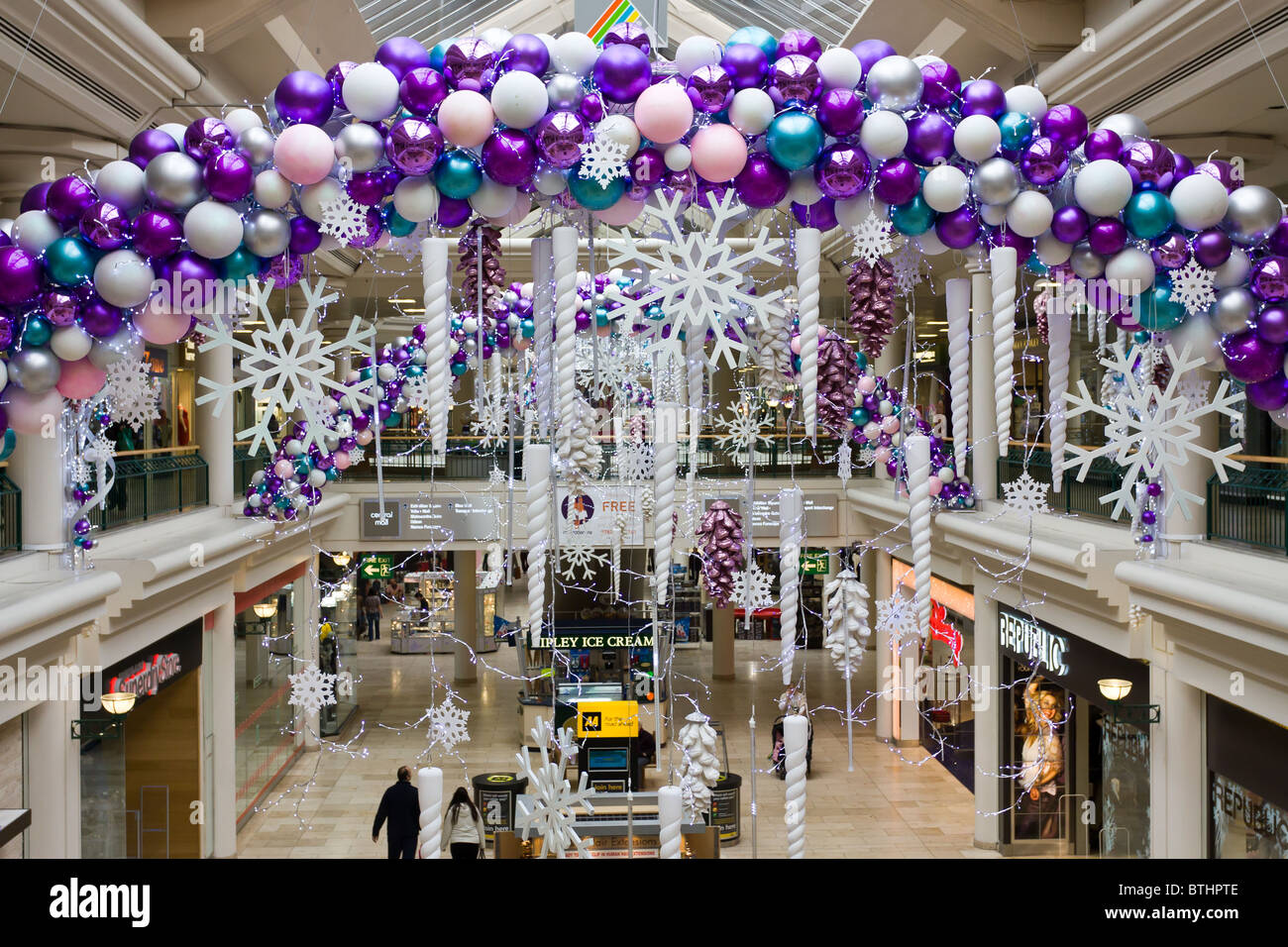 Metrocentre gateshead out of town shopping mall christmas for Retail christmas decorations ideas
