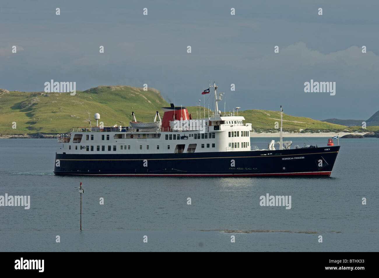 The small luxury cruise ship arriving in castlebay isle of for Luxury small cruise lines