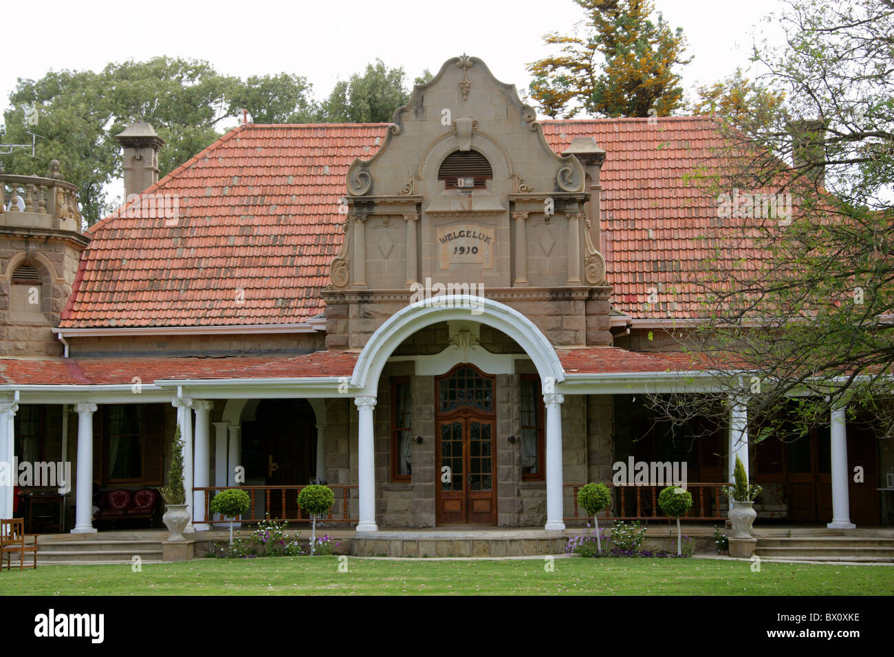 Old dutch style farm house at an ostrich farm oudtshoorn for Dutch style homes