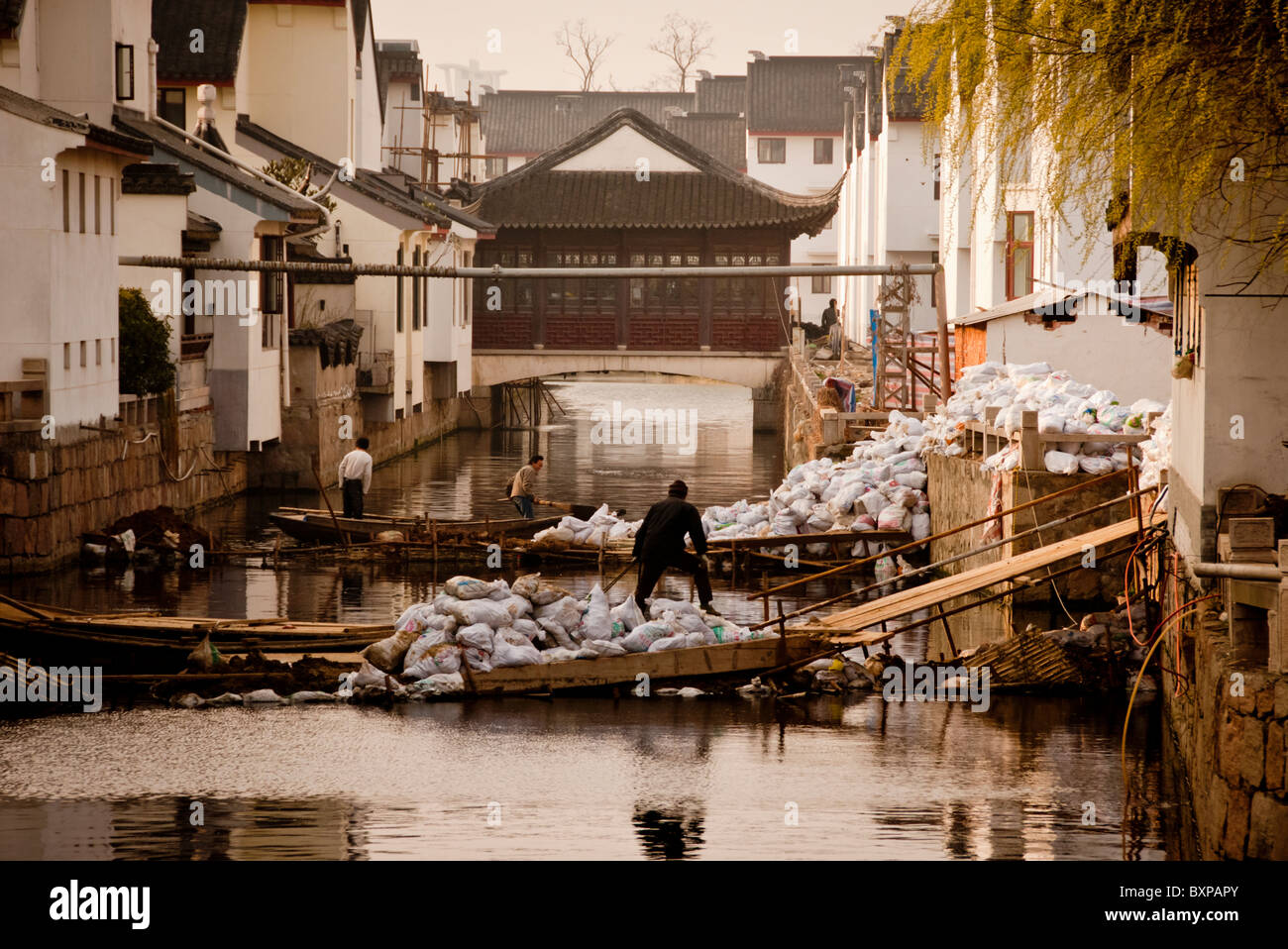 rubbish-collection-via-the-canal-system-