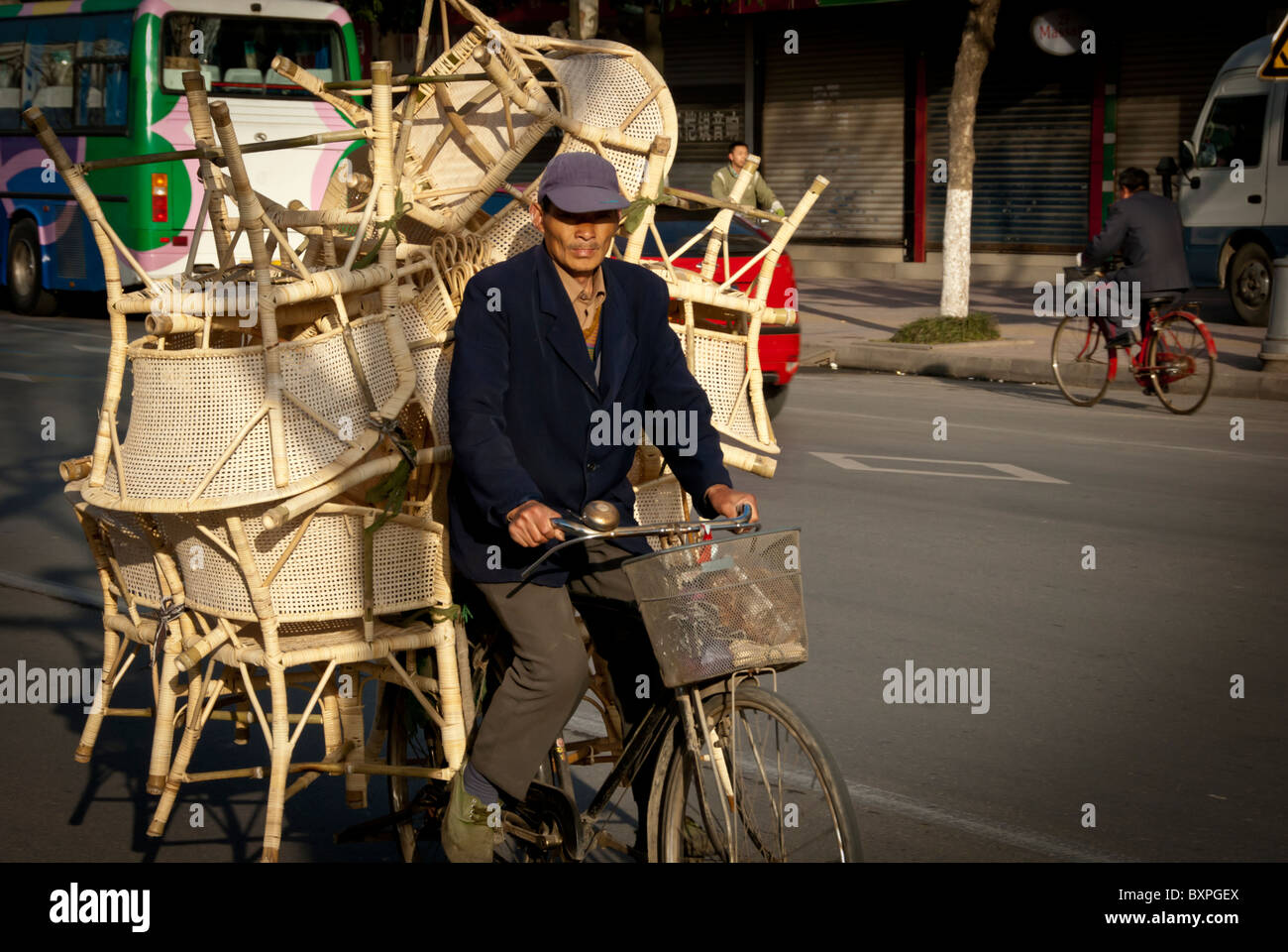 transport-in-suzhou-china-on-a-busy-main