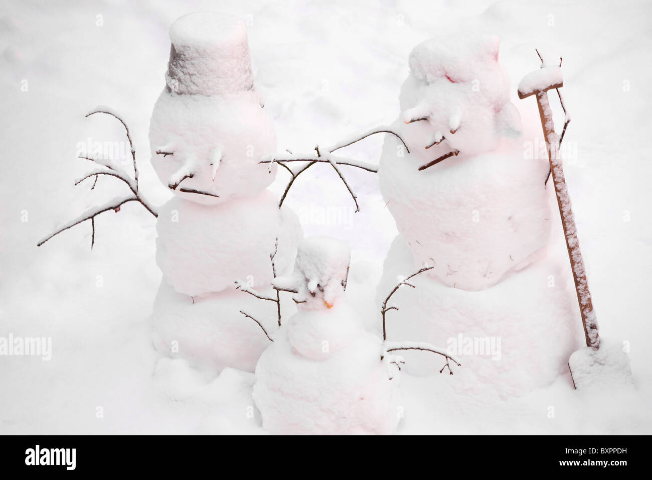 three-snowmen-BXPPDH.jpg