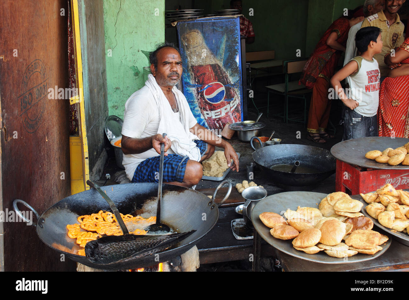 food-for-sale-on-the-streets-of-india-BY2D9K.jpg