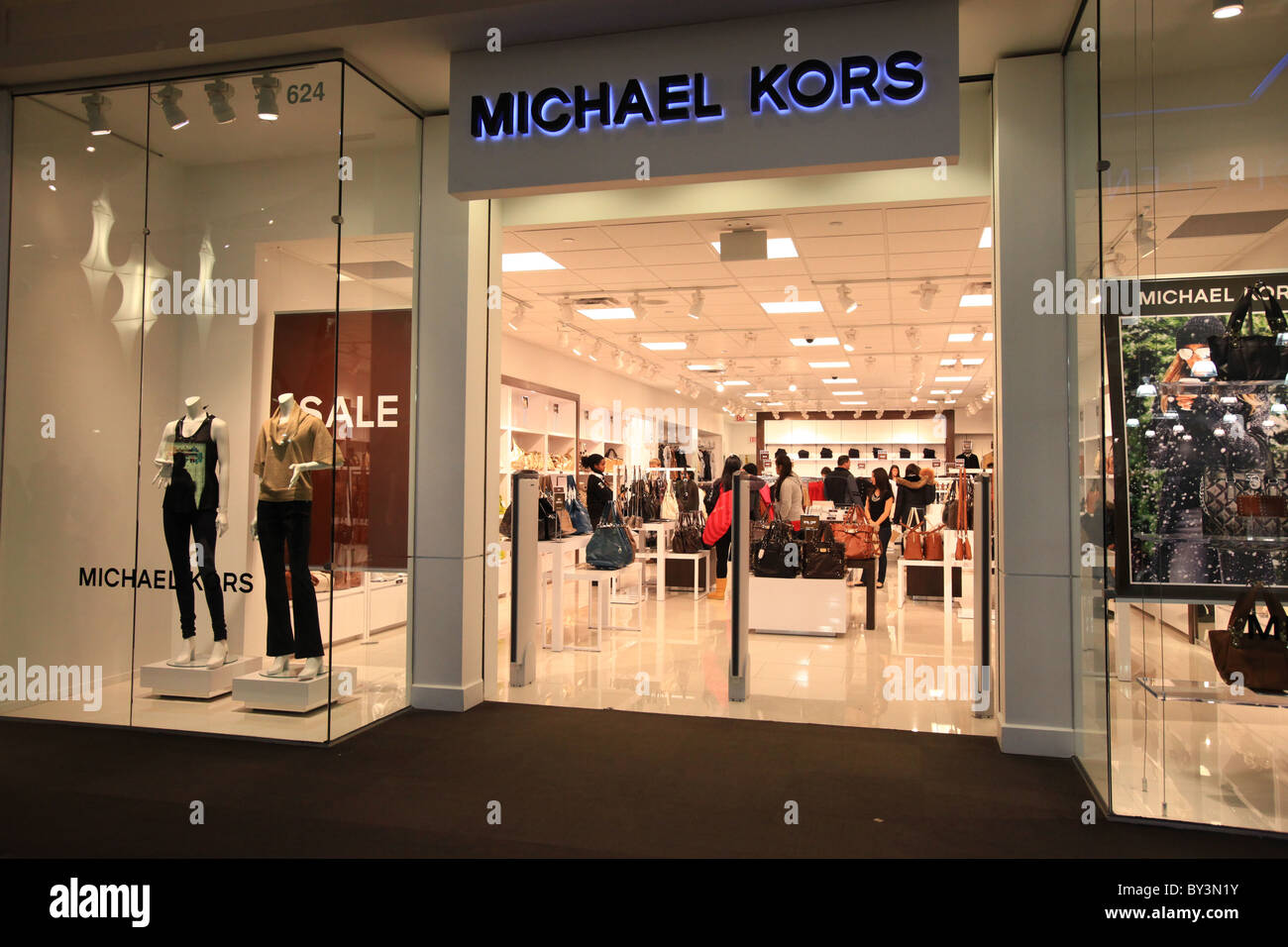 Michael Kors Handbags Clearance Sale 90% off! Latest Michael Kors handbags,bags,purses,wallets Collection For Jet Set From Luxury Designer KORS Michael Kors Outlet!
