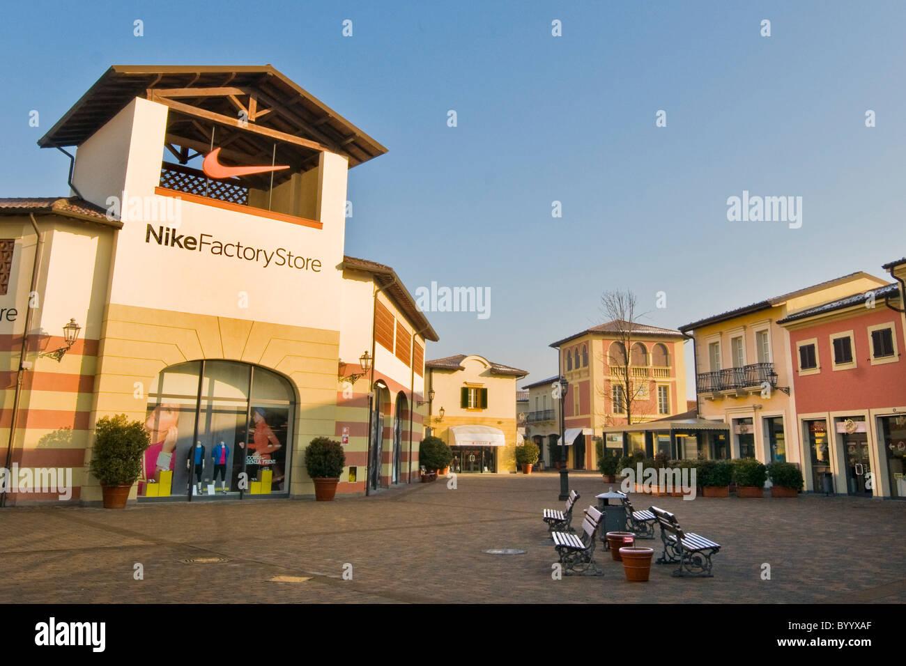 Outlet Serravalle Marche ~ Idee Creative su Design Per La Casa e Interni