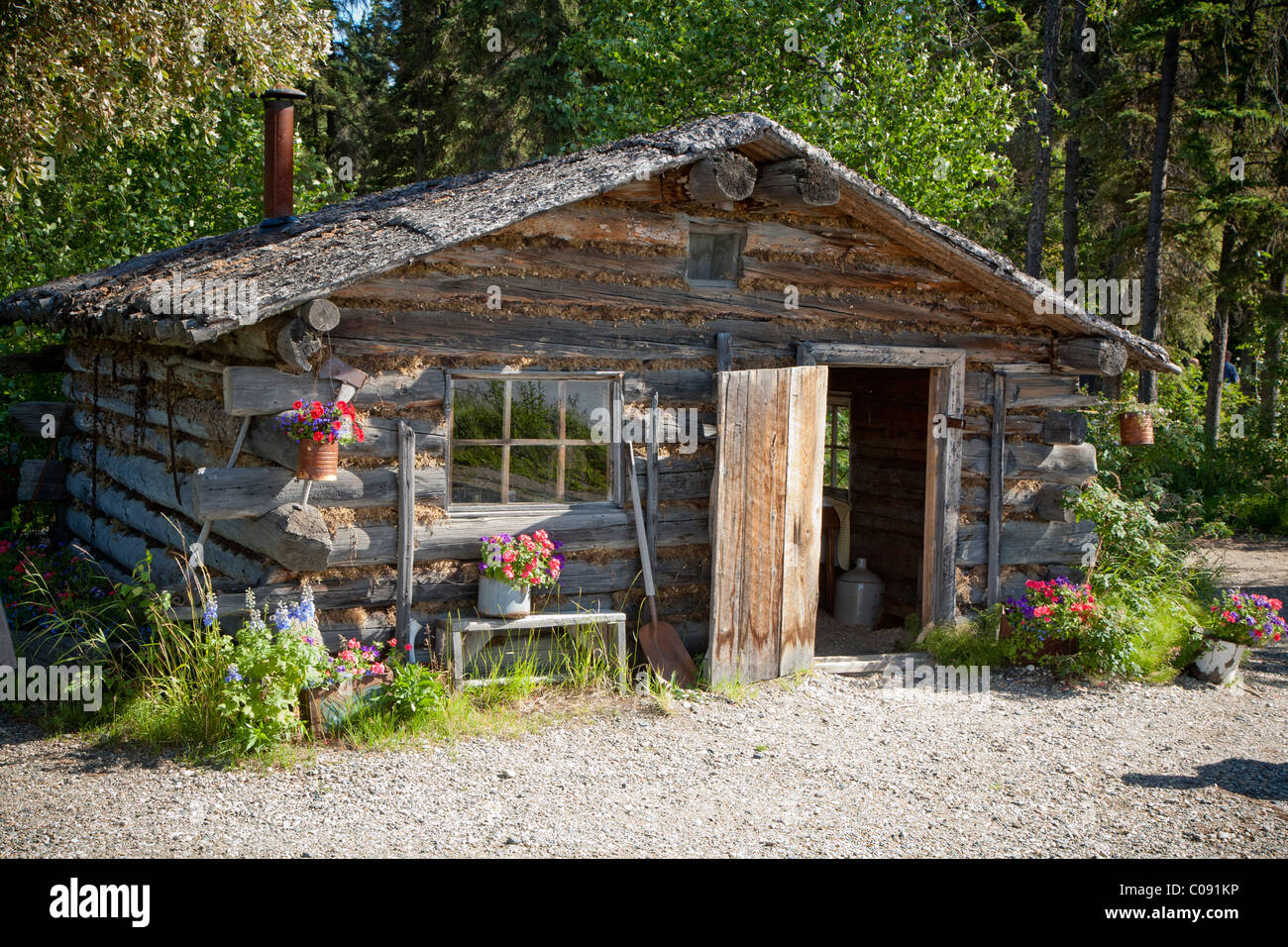 Trapper 39 s style log cabin at chena indian village on the for Alaska cottage