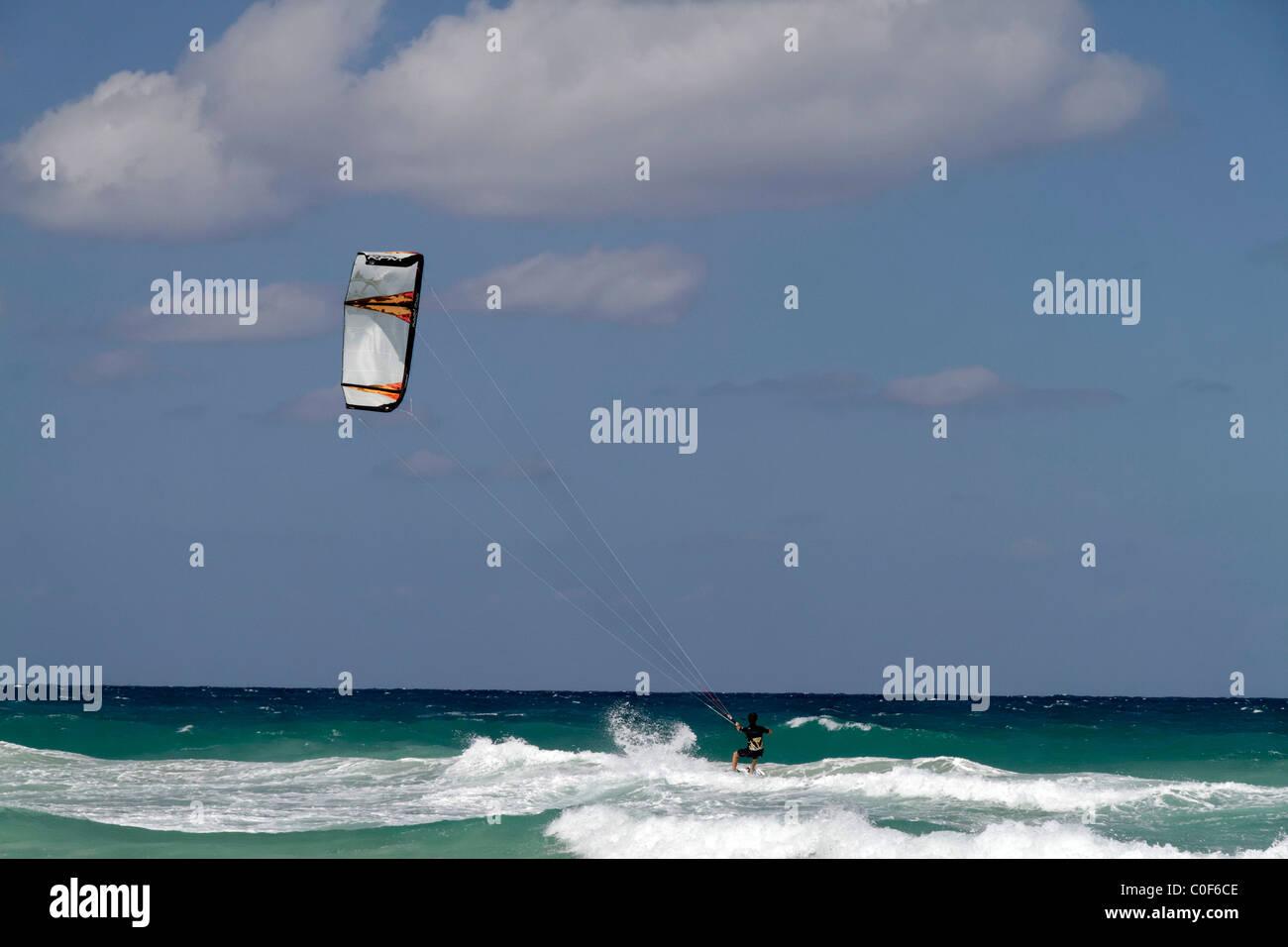 Kite surfer at Playa del Este, Santa Maria Del Mar, near Havanna Cuba Stock Foto