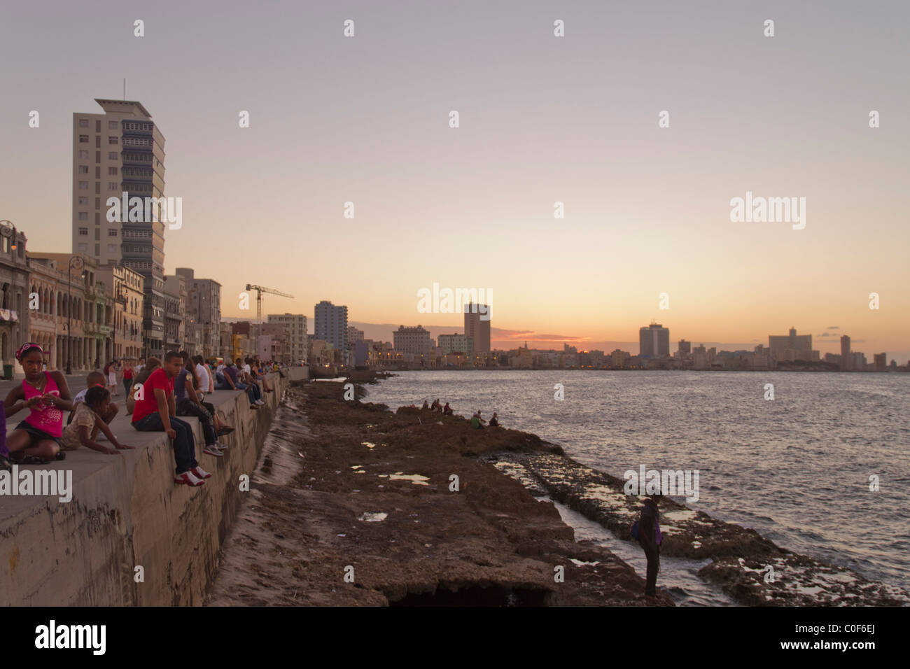 Malecon Promenade at sunset, Havanna Vieja, Cuba Stock Foto