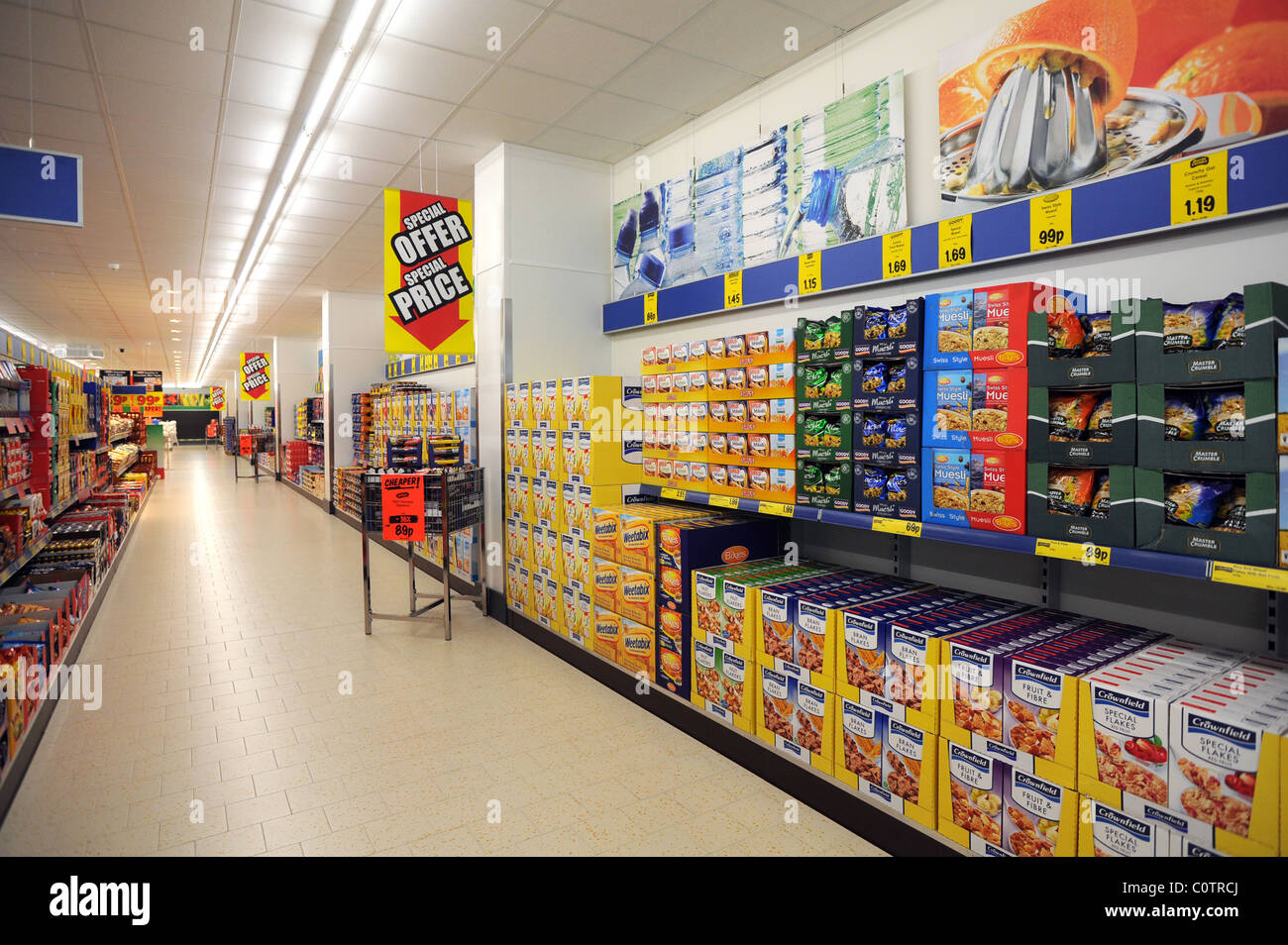 Lidl discount supermarket in newhaven empty aisle with goods filling stock photo royalty free - Mobel discount kassel ...