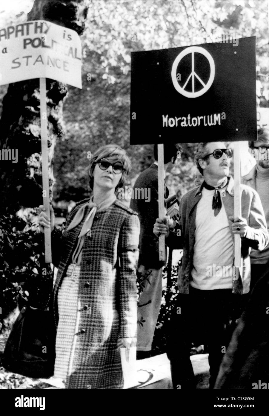 JOANNE WOODWARD and PAUL NEWMAN protest the Vietnam war, 1969 Stock Foto