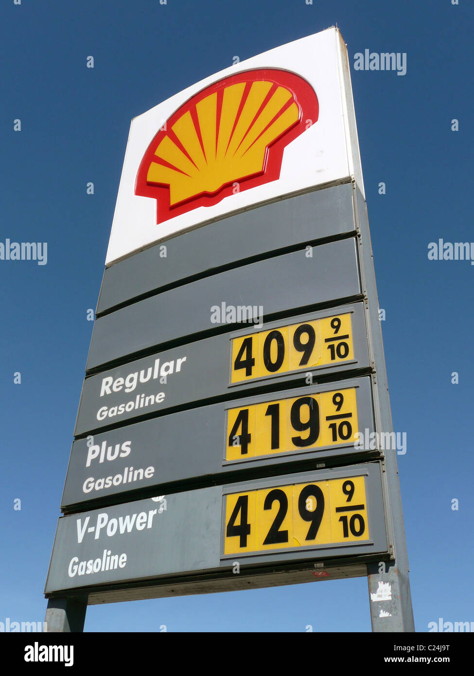 Gas Prices In California >> Shell gas station sign showing gasoline prices over $4 per gallon Stock Photo: 35752244 - Alamy