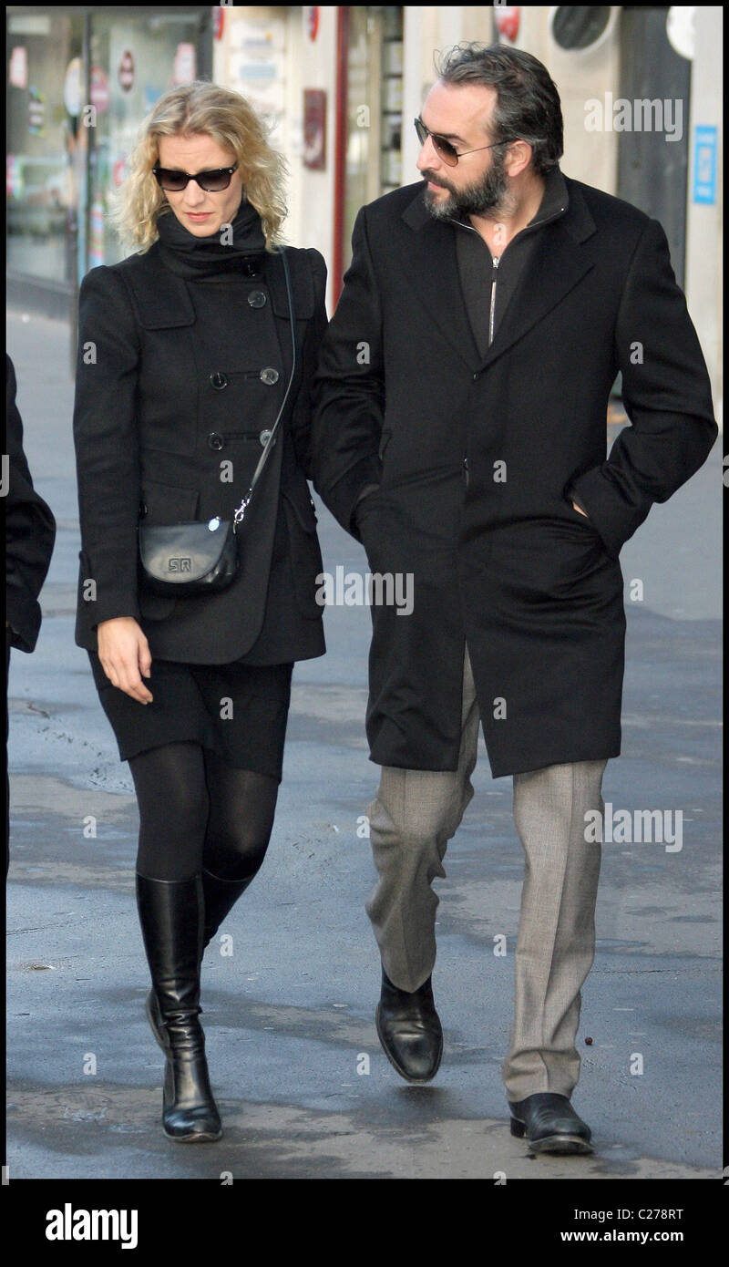 Alexandra lamy and jean dujardin attend the funeral of the for Dujardin height