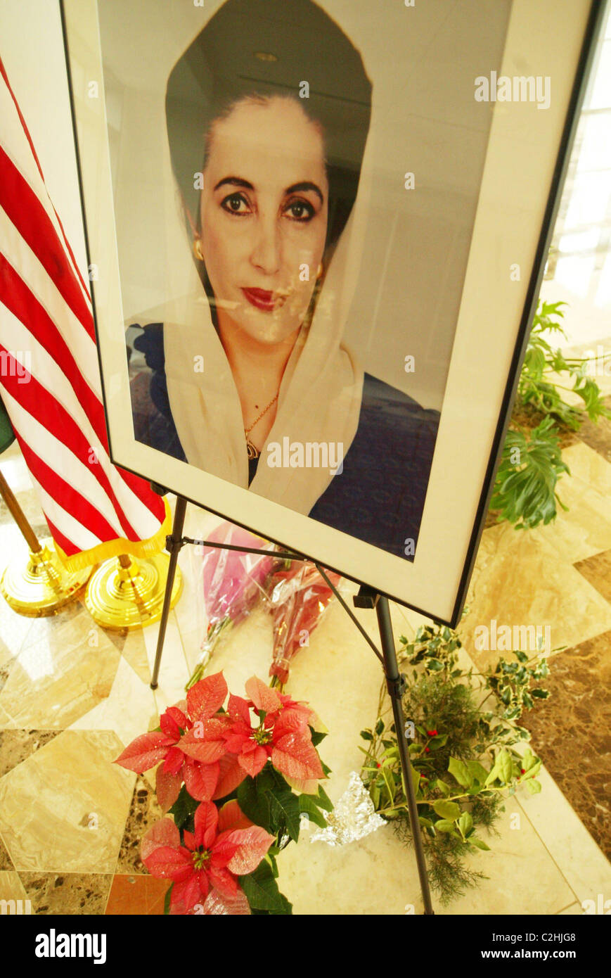 Tribute book signing to Benazir Bhutto, Prime Minister of Pakistan who was assassinated on December 27, 2007, after Stock Foto