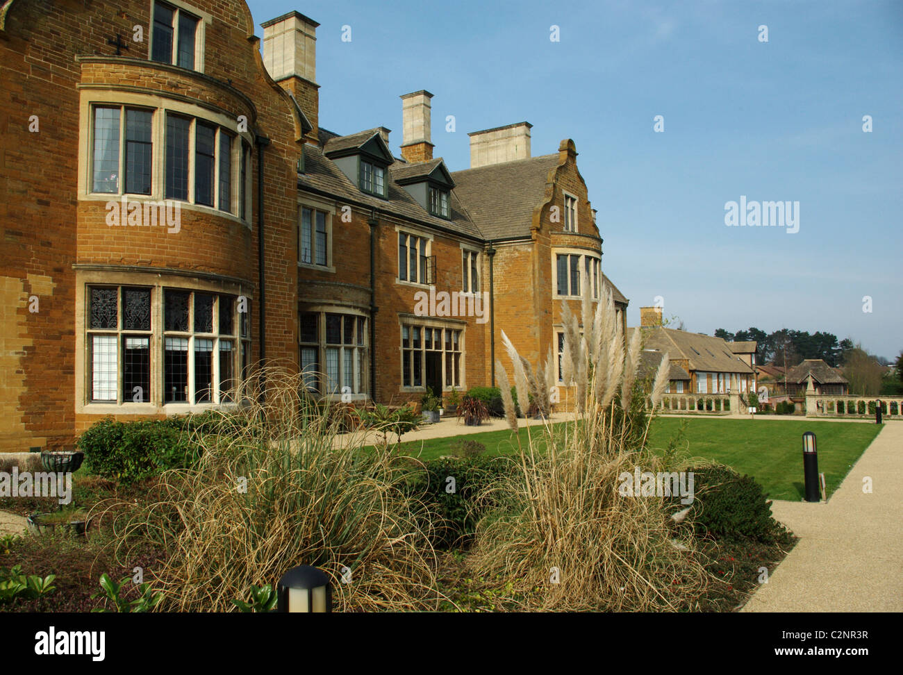 Manfield grange a large country house in the spinney hill for Big houses in the country