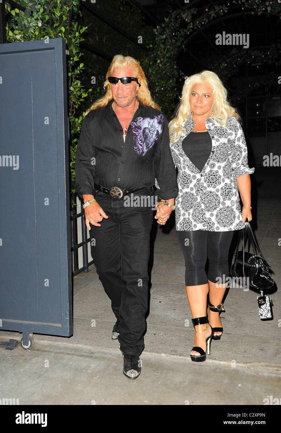 Dog the bounty hunter wife pictures to pin on pinterest for Duane chapman dog the bounty hunter