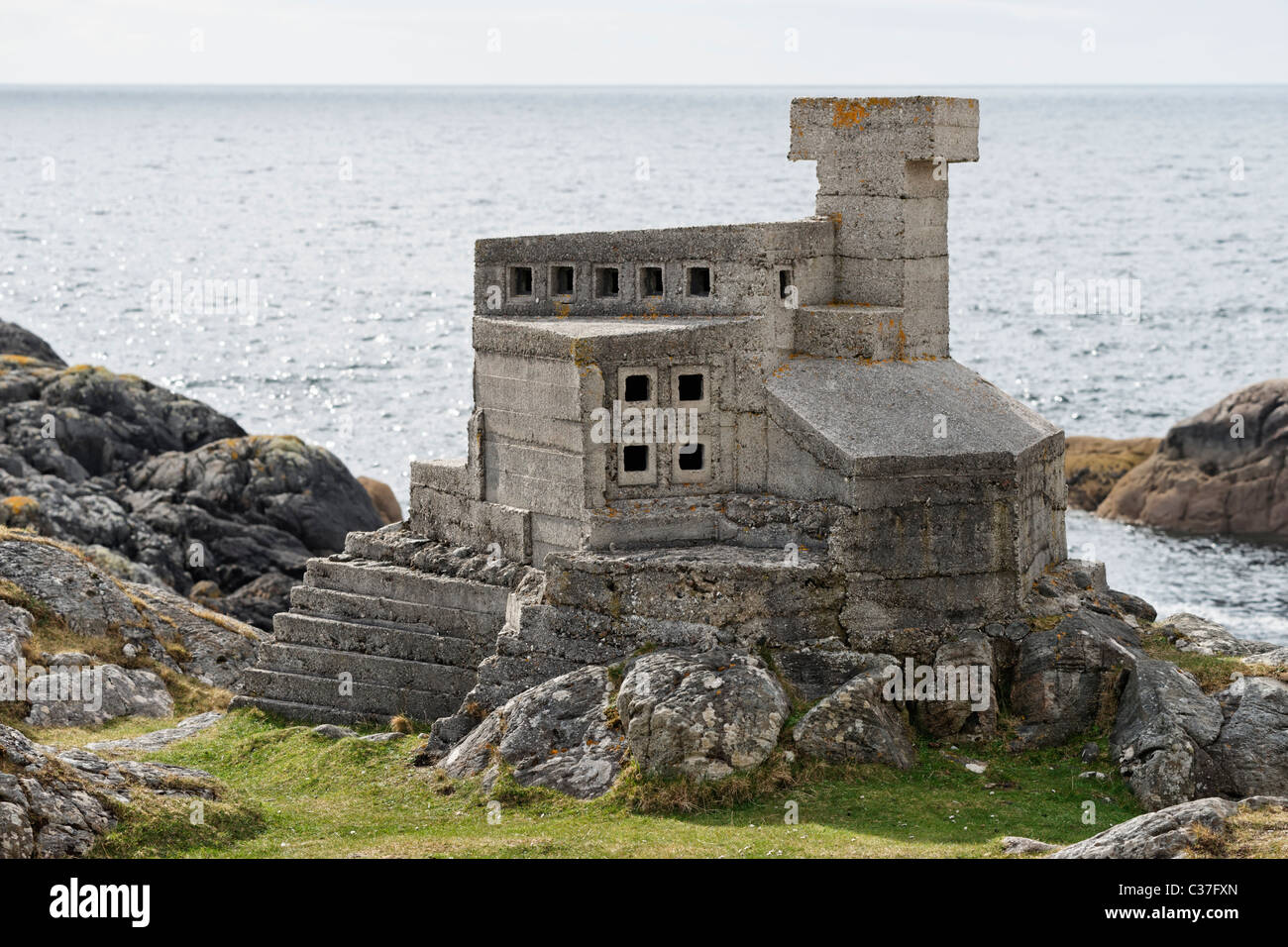 """The """"Hermit's"""" Castle at Achmelvich, Assynt, Sutherland, Highland, Scotland, UK. Stock Photo"""