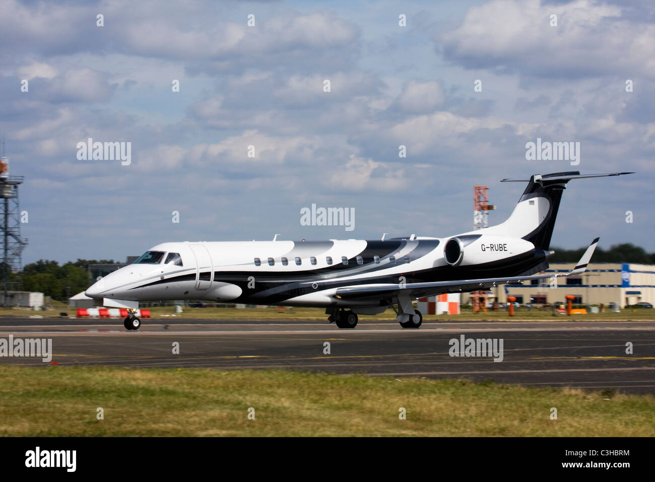 London Executive Aviation (LEA) Embraer EMB-135BJ Legacy business jet Stock Photo