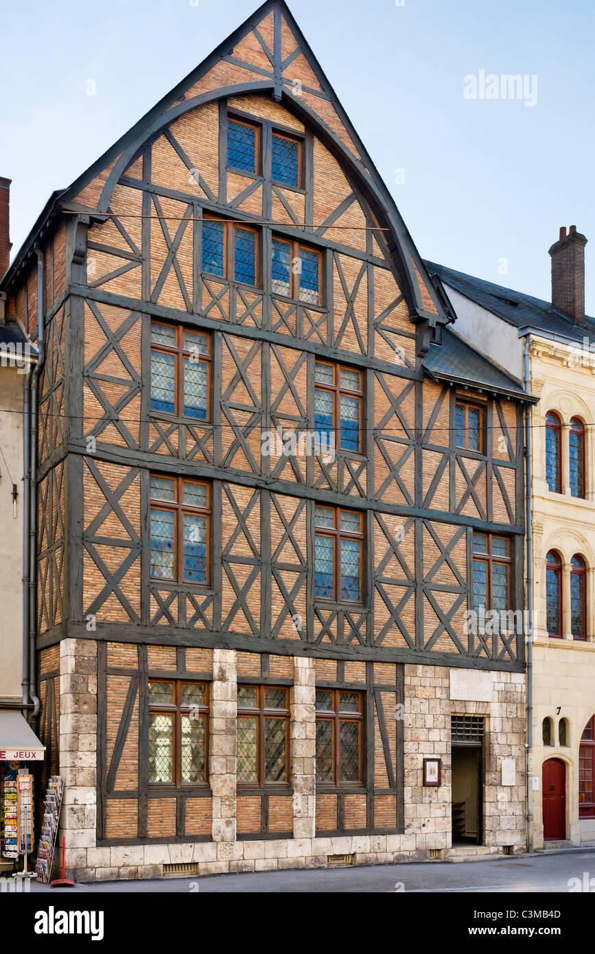 La maison jeanne d 39 arc joan of arc 39 s house in the city - La maison de la place saignon ...