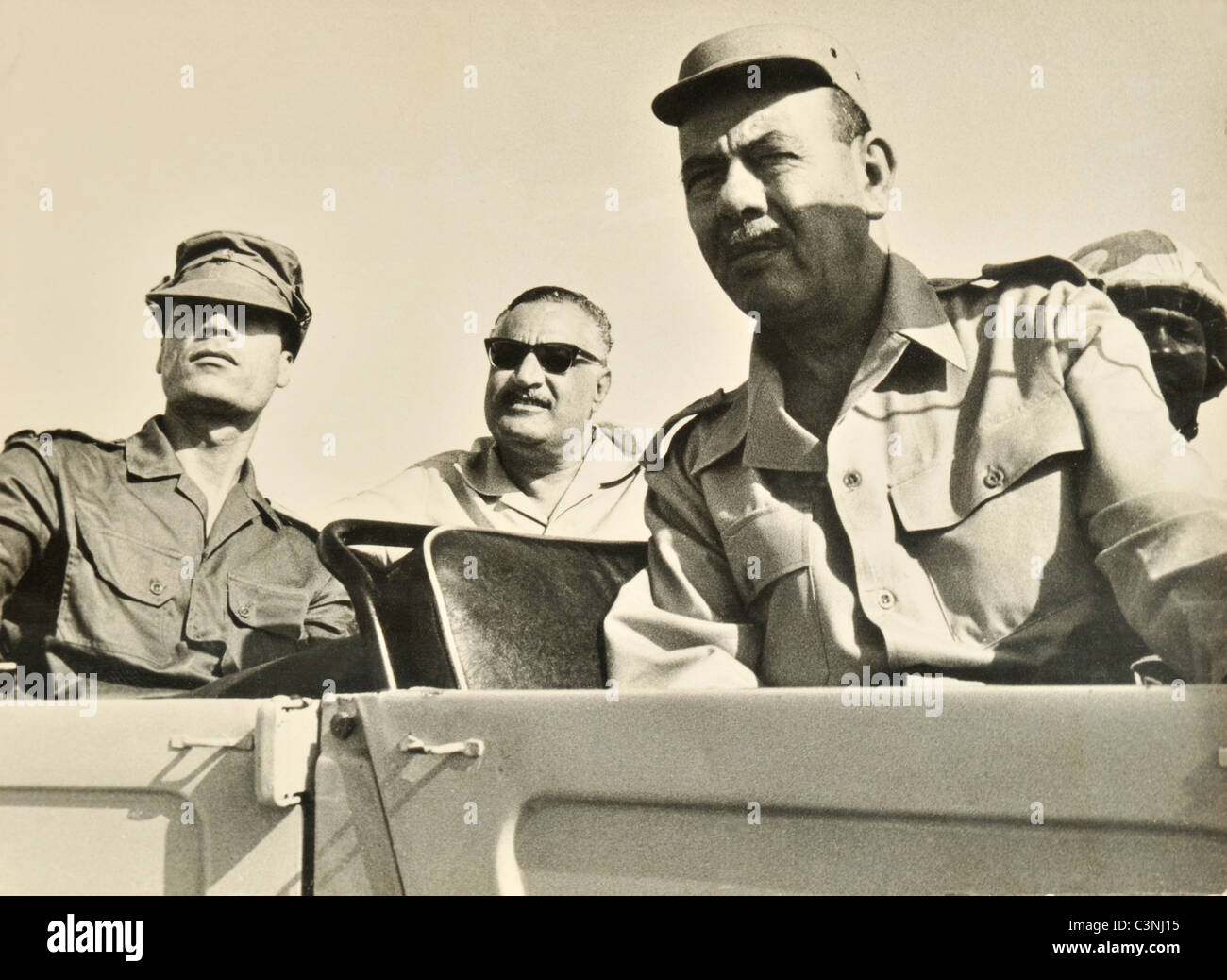 Egyptian President Gamal Abdel Nasser and Libyan Leader Colonel Muammar Gaddafi with the Egyptian Armed Forces in Stock Foto