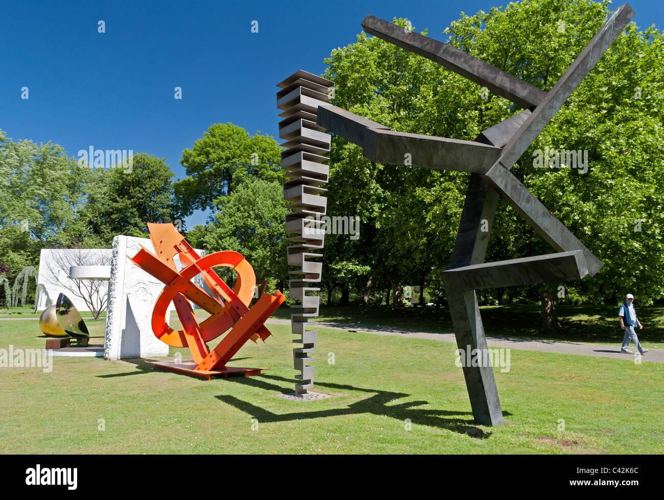 Modern art sculptures in sculpture park in cologne germany for Art moderne sculpture