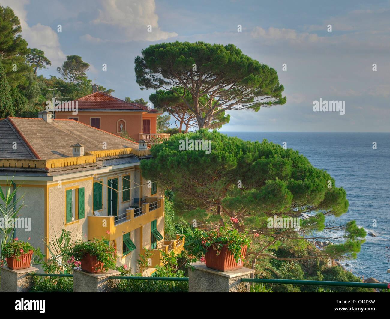 Sea mediterranean sea pines sestri levante villas for Donasea villas 7