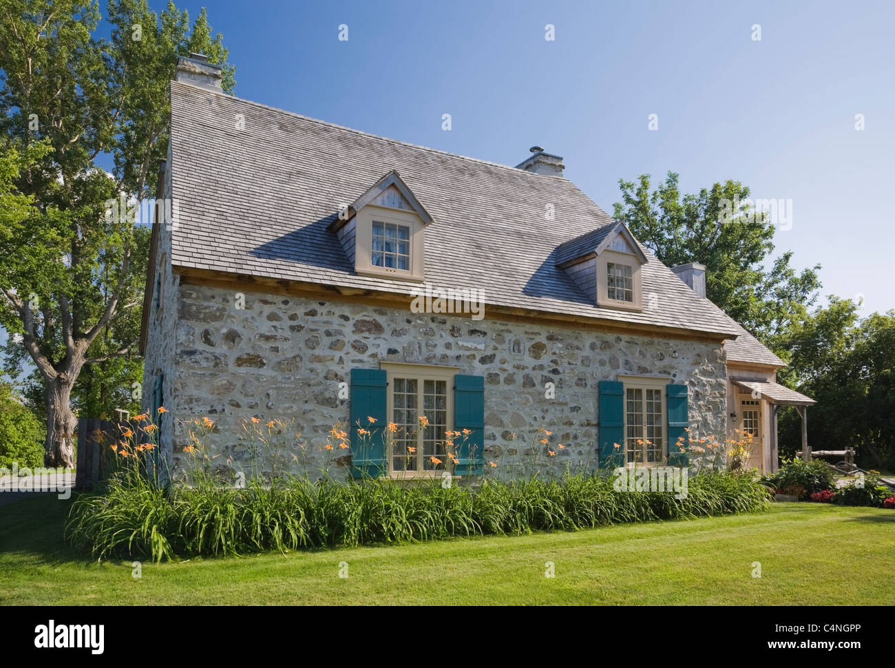 18th century fieldstone cottage style home quebec canada for Style at home canada