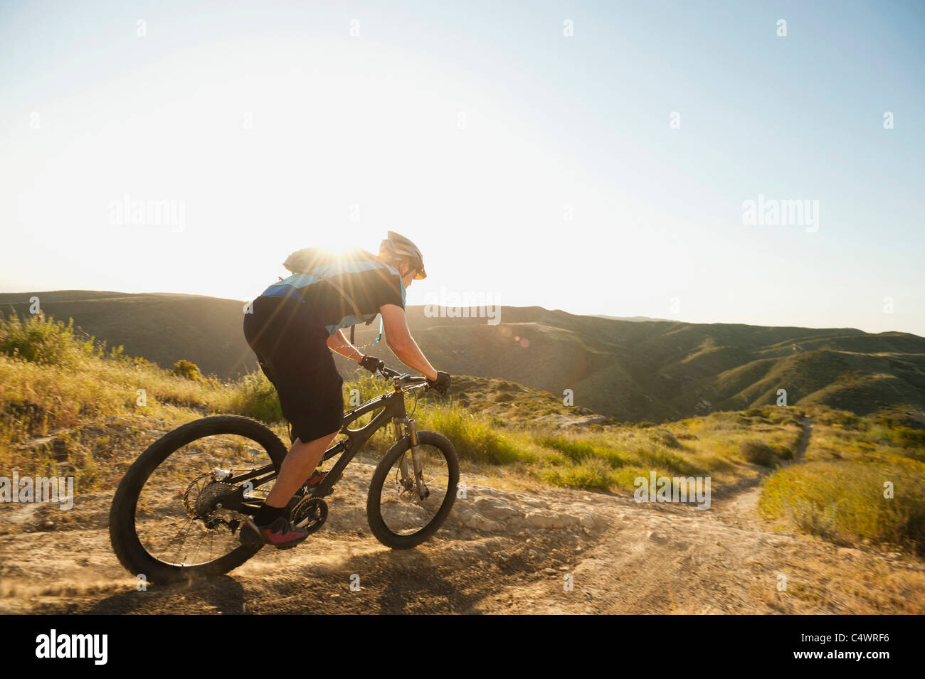 USA,California,Laguna Beach,Mountain biker riding downhill Stock Foto