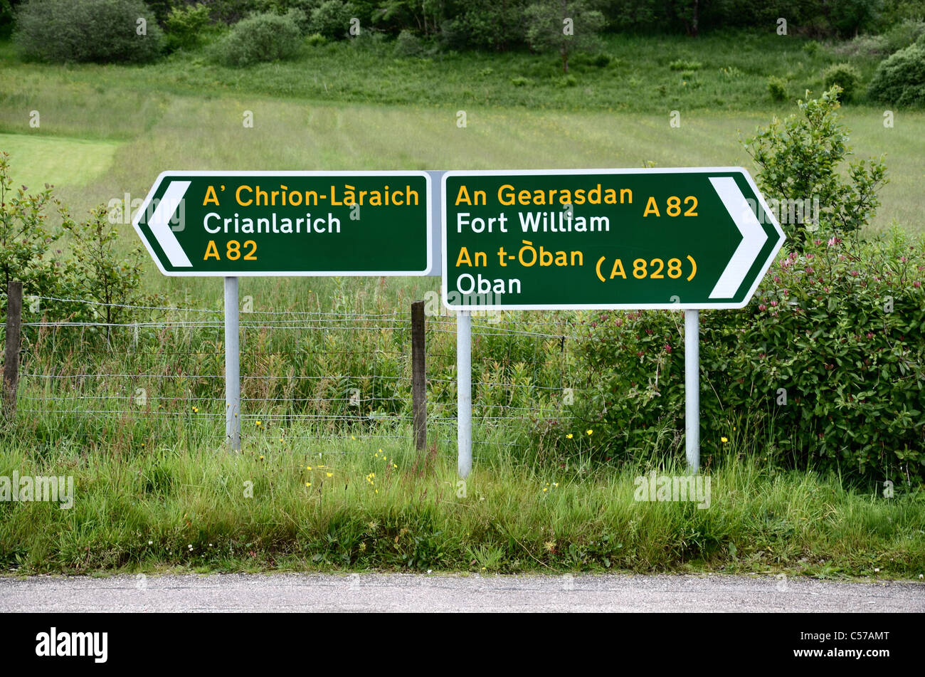 road-signs-in-english-and-gaelic-at-glen