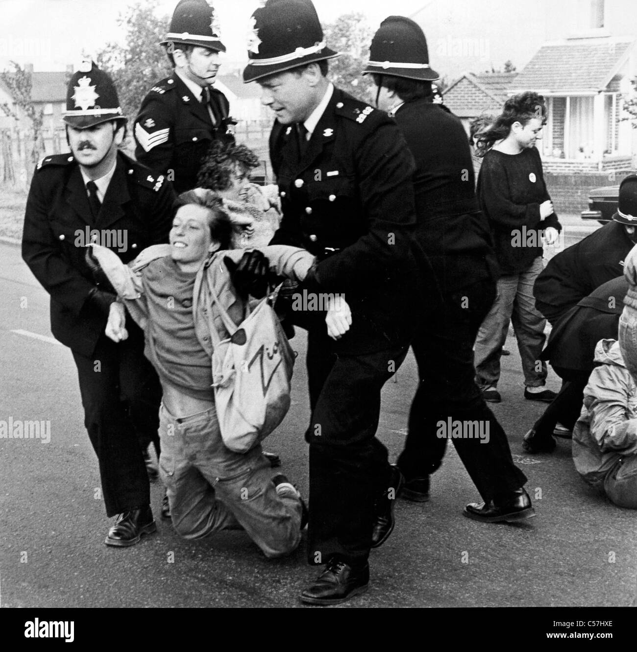 Female protesters backing the picketing miners are forcibly removed by Police at Port Talbot Steelworks. (4th July Stock Foto