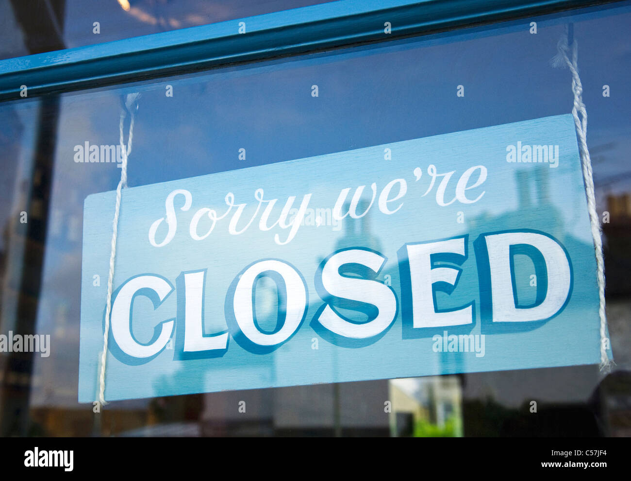 close up of closed sign in shop window stock photo royalty free image 37662216 alamy. Black Bedroom Furniture Sets. Home Design Ideas