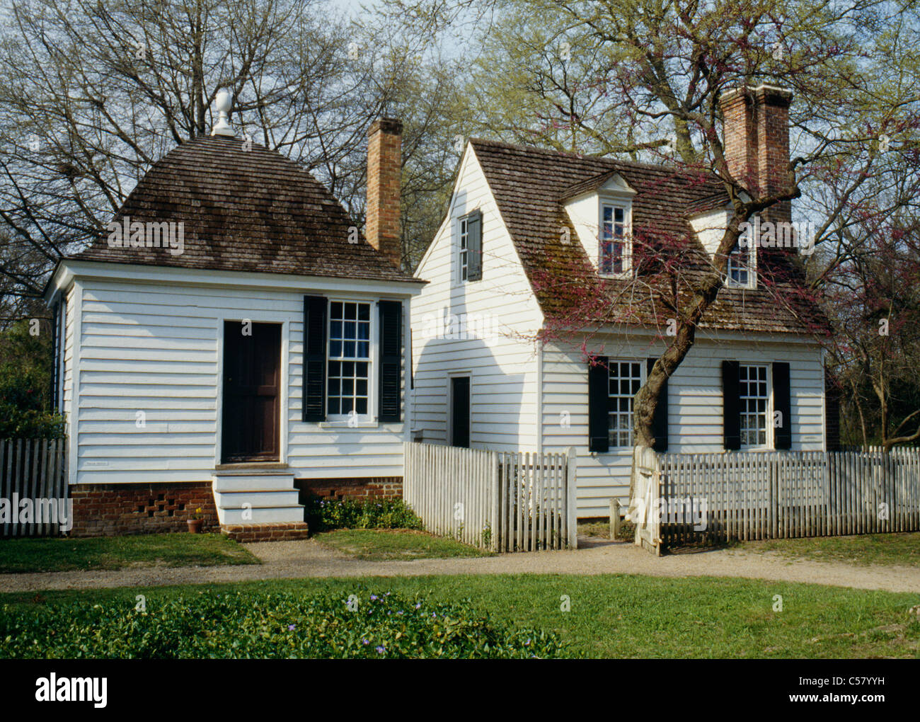 Small cape cod style house with end chimney williamsburg for Small cape cod house