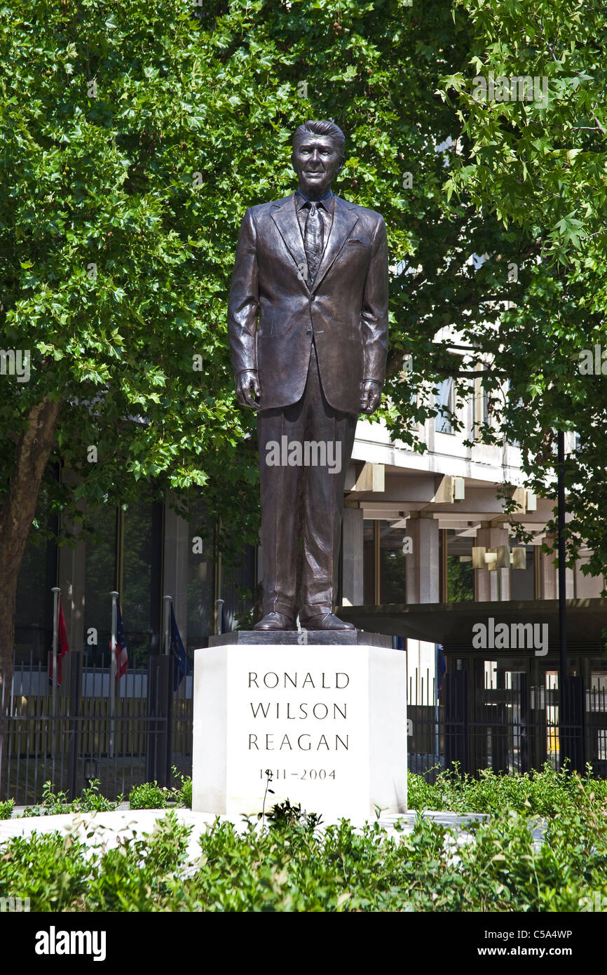 London Grosvenor Square Statue Of Ronald Reagan At The American Embassy July 2011 Stock