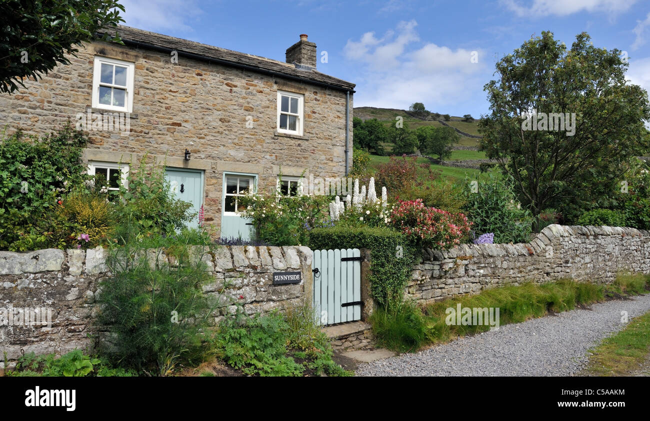 English country cottage and garden swaledale north for Pictures of english country cottages