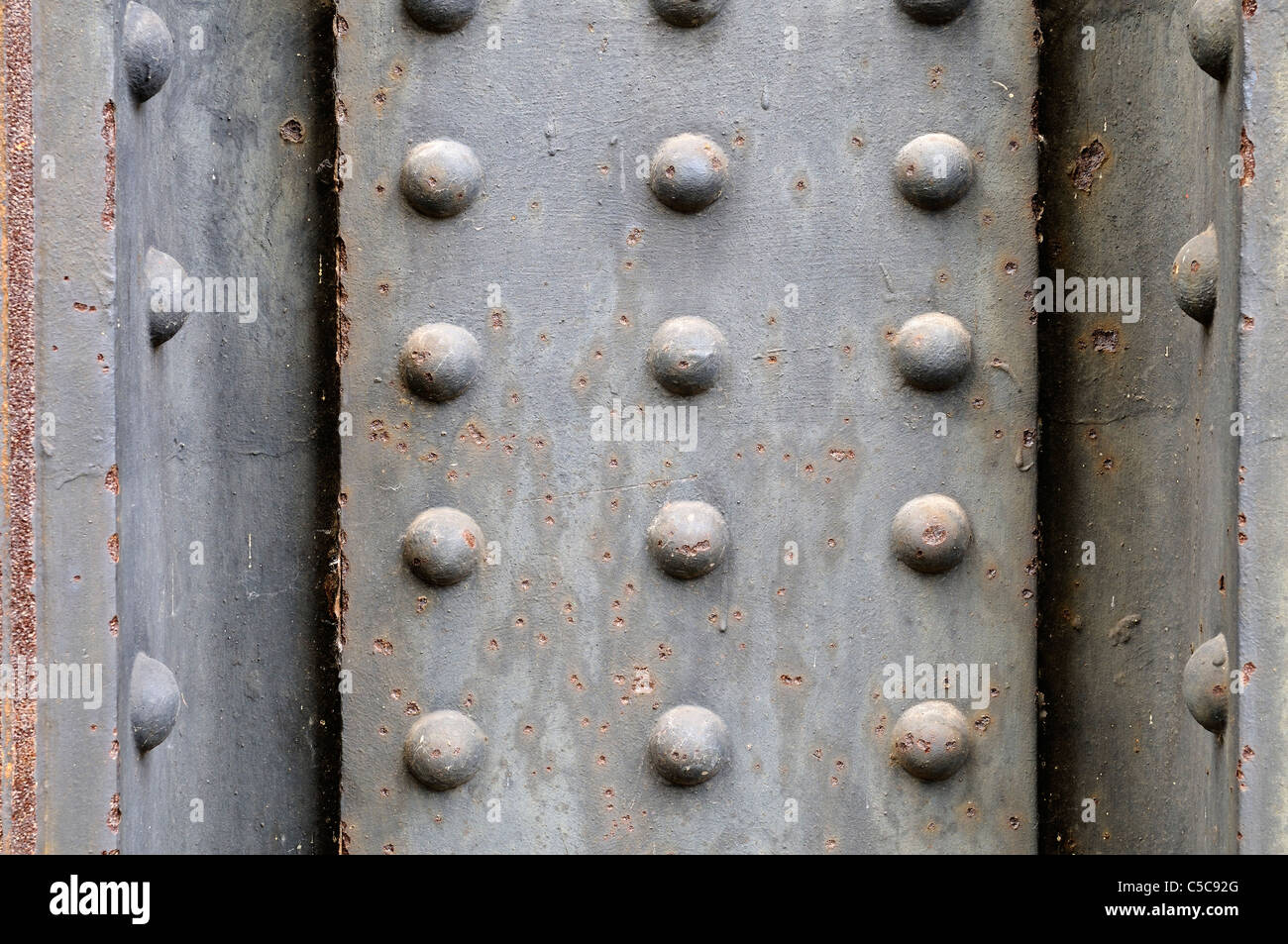 Grungy metal plate background with rivets. Stock Foto