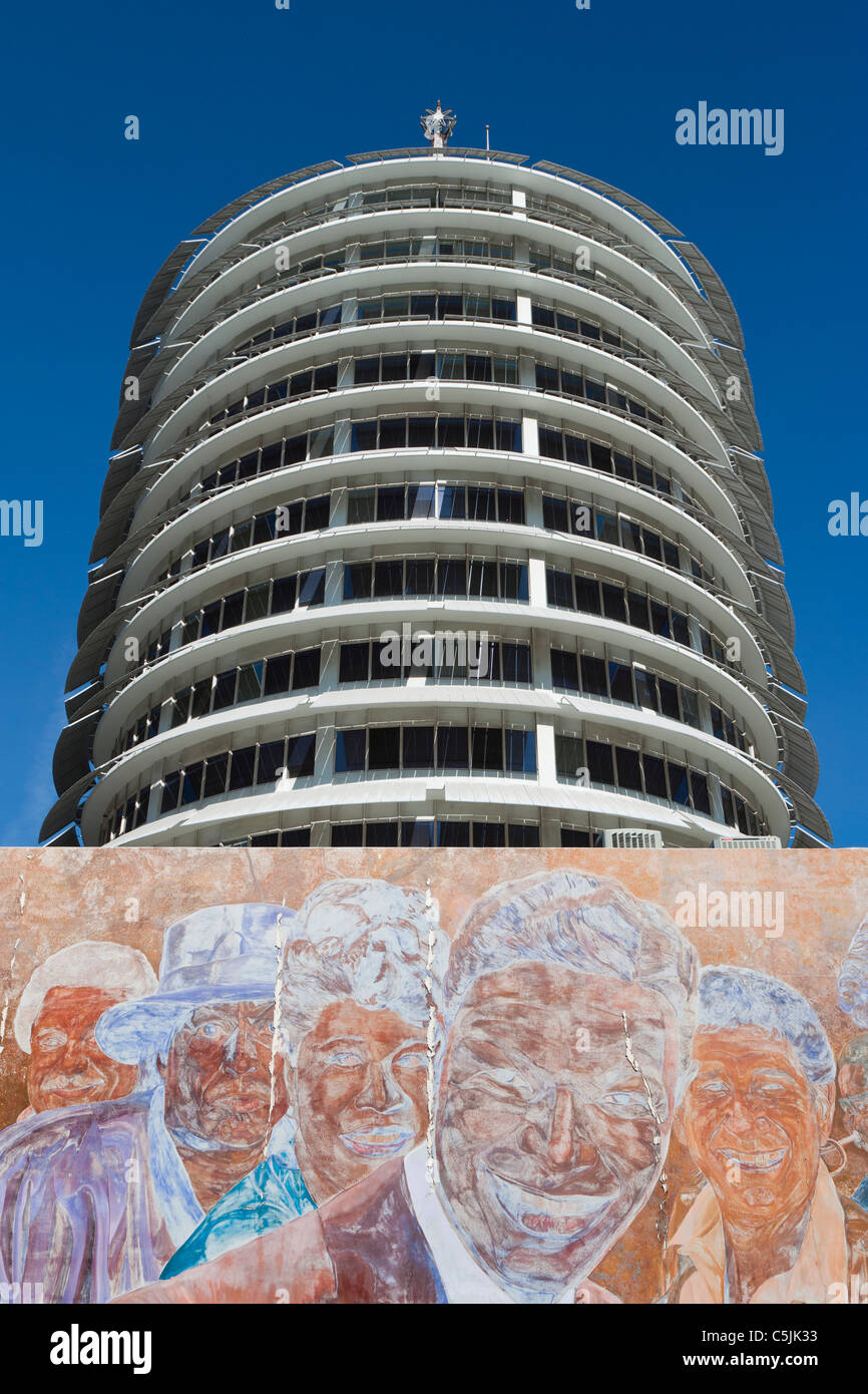 Hollywood Records: Capitol Records Building And Mural In Hollywood, Los