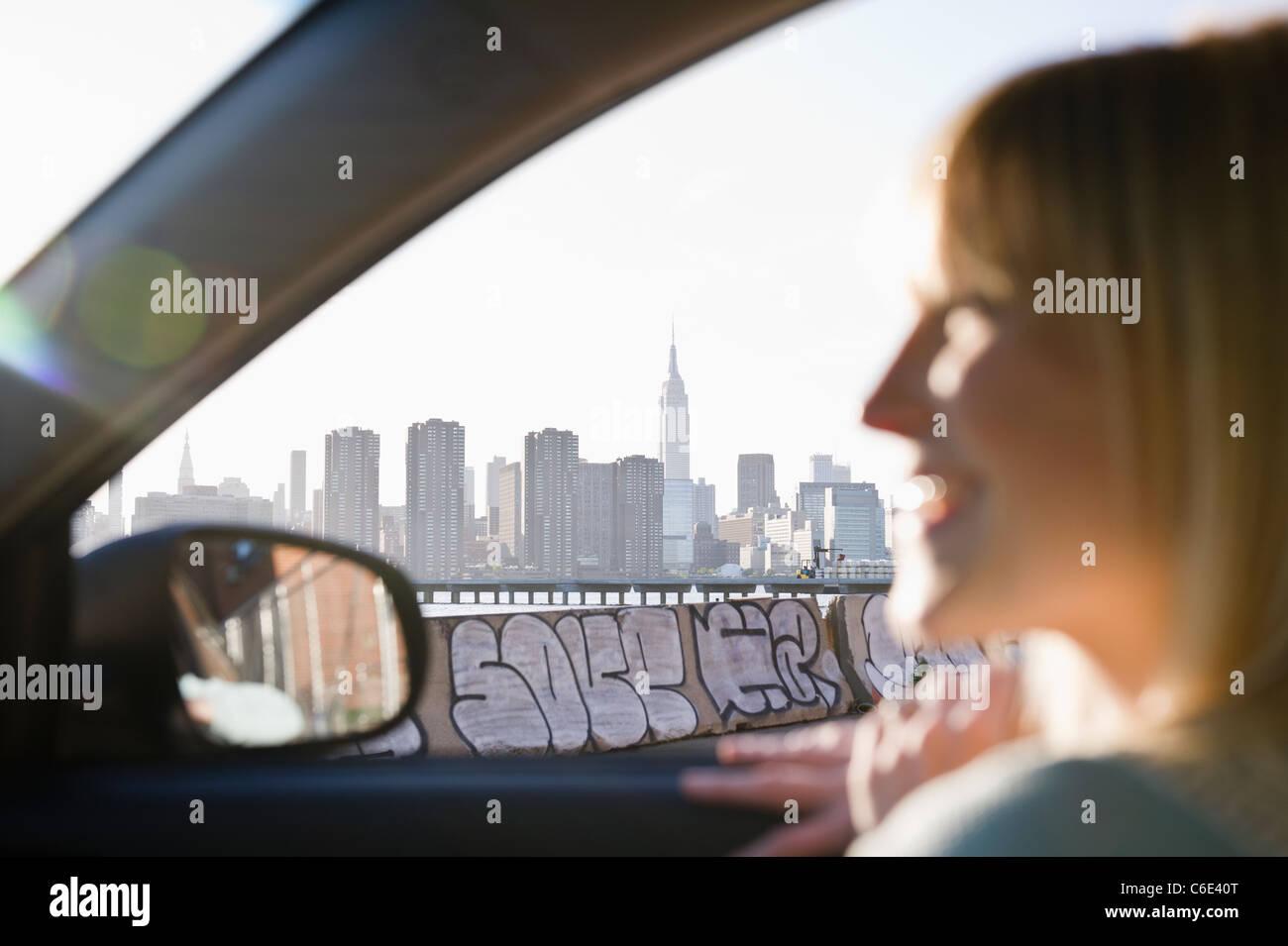 USA, Brooklyn, Williamsburg, Woman driving through city Stock Foto