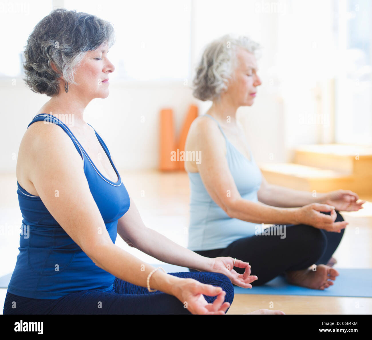 USA, New Jersey, Jersey City, Two senior women practicing yoga Stock Foto