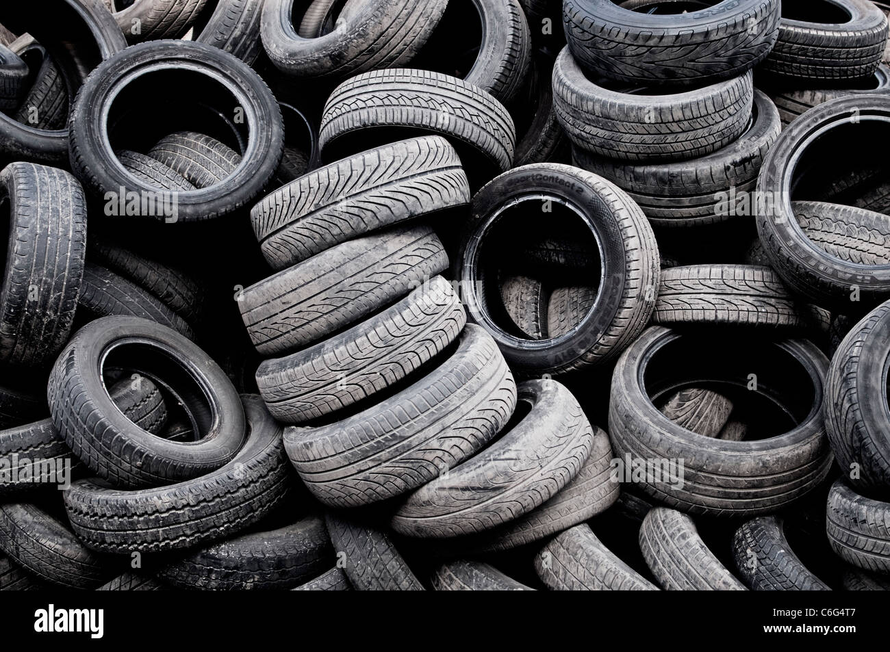 a-pile-of-used-tyres-C6G4T7.jpg
