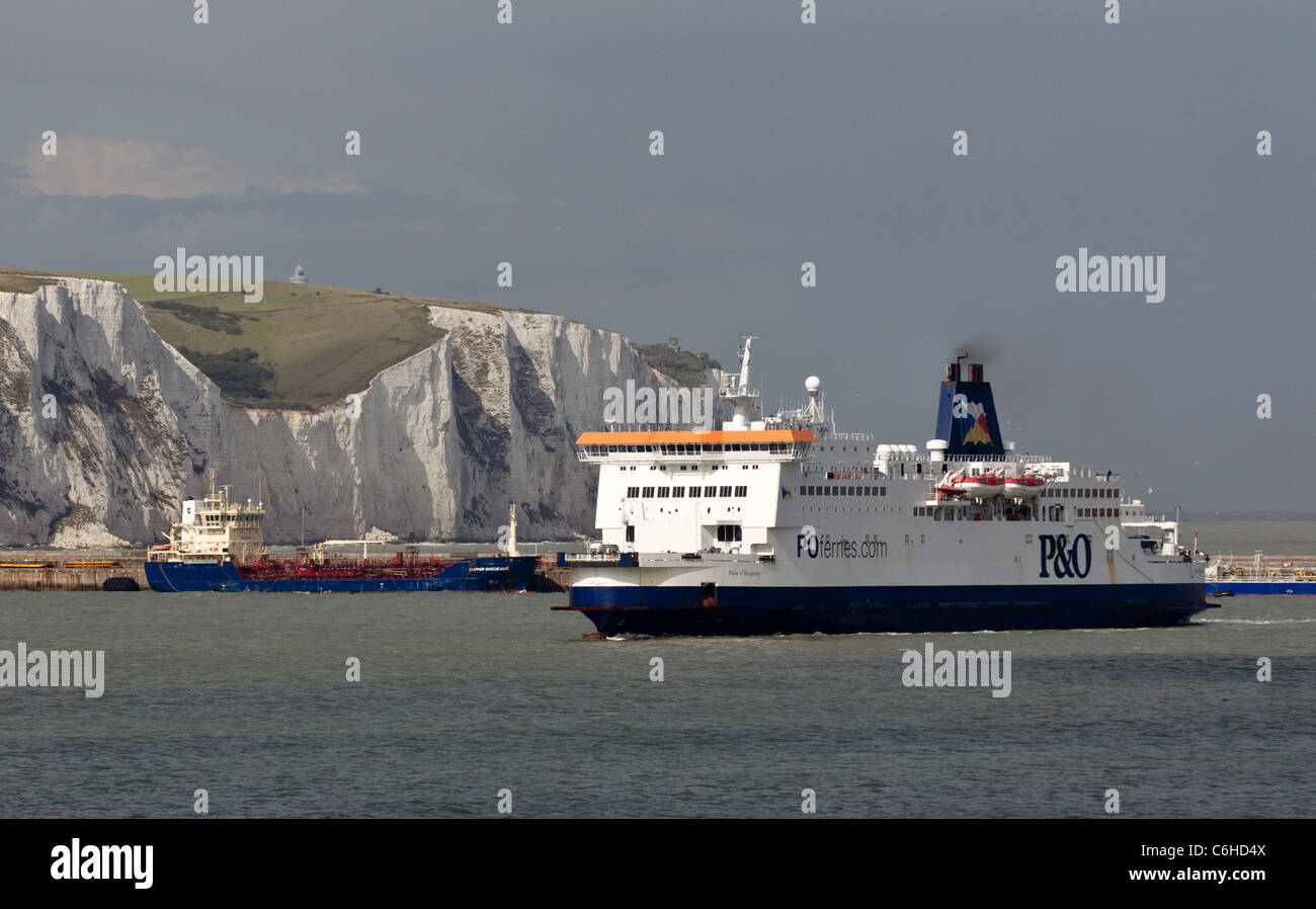 passenger-ferry-just-outside-dover-with-