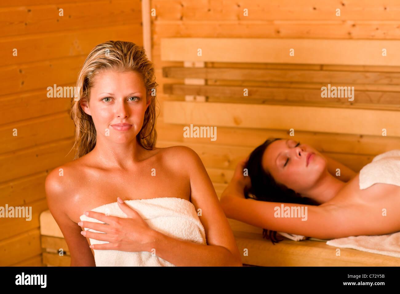 Порно видео мама и сын моются в баньке смотреть онлайн бесплатно