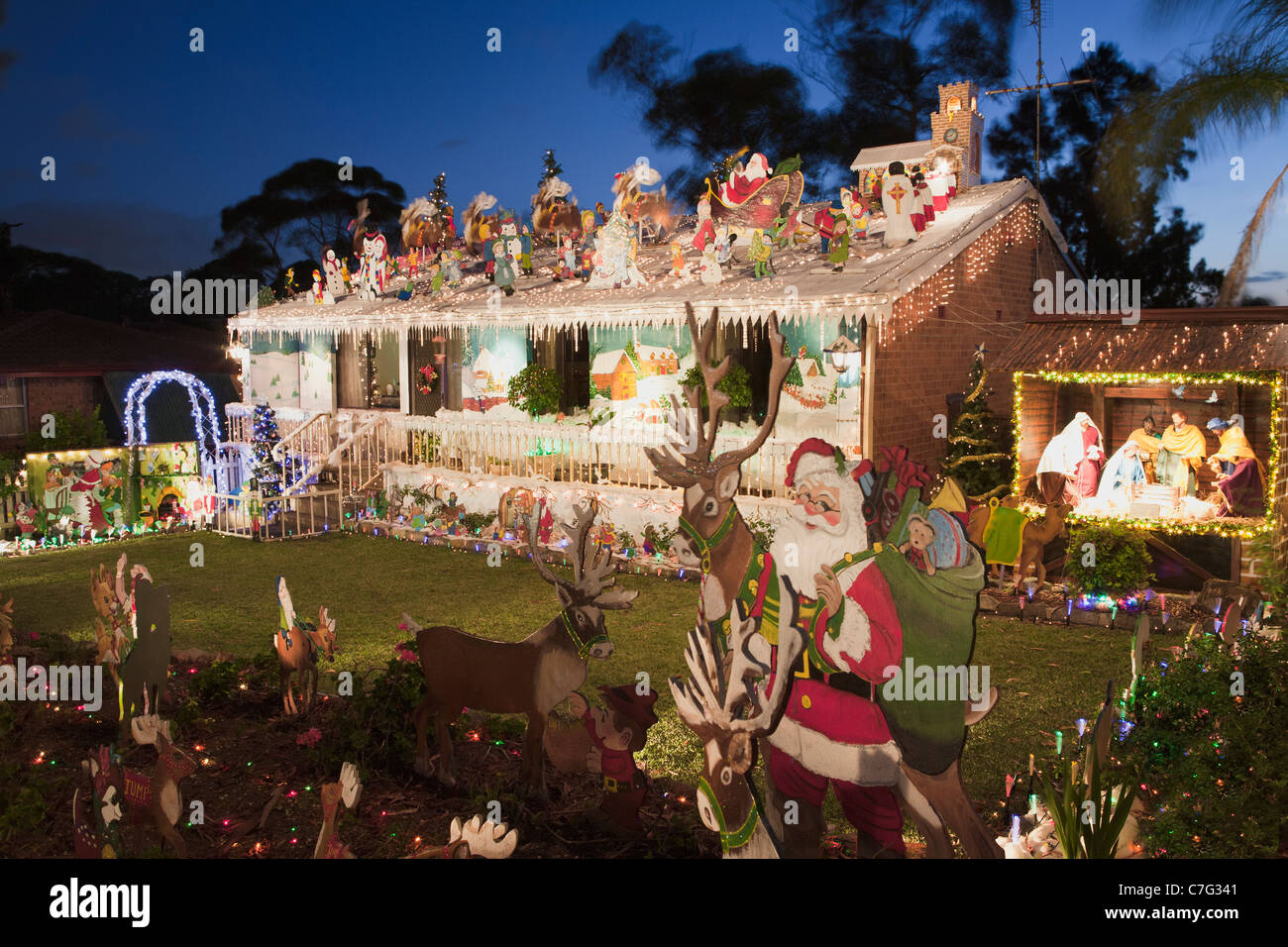 Australian house christmas lights decorations sydney for Australian christmas decoration ideas
