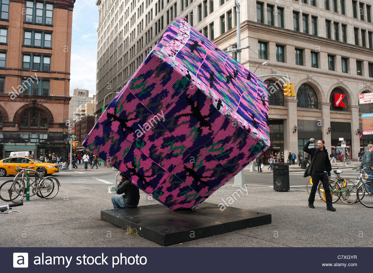 crocheted-covered-cube-alamo-in-astor-pl